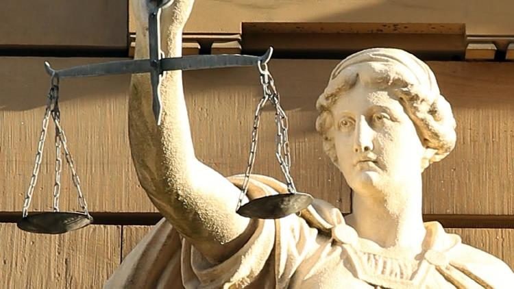 Description: Lady Justice close up (Hermann Traub_Pixabay)